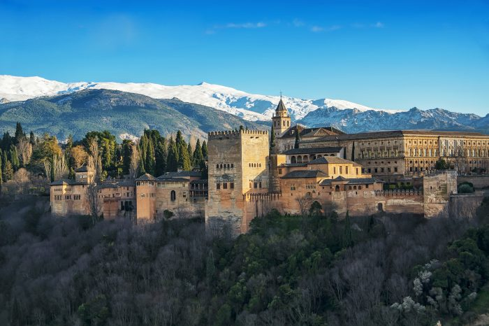 Alhambra: LEVEL small-group tour with official guide